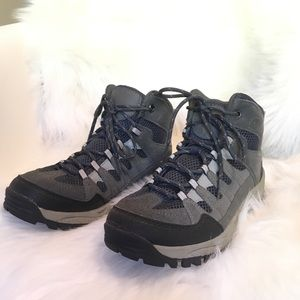 Boys size 6 Cherokee Hiking Boots